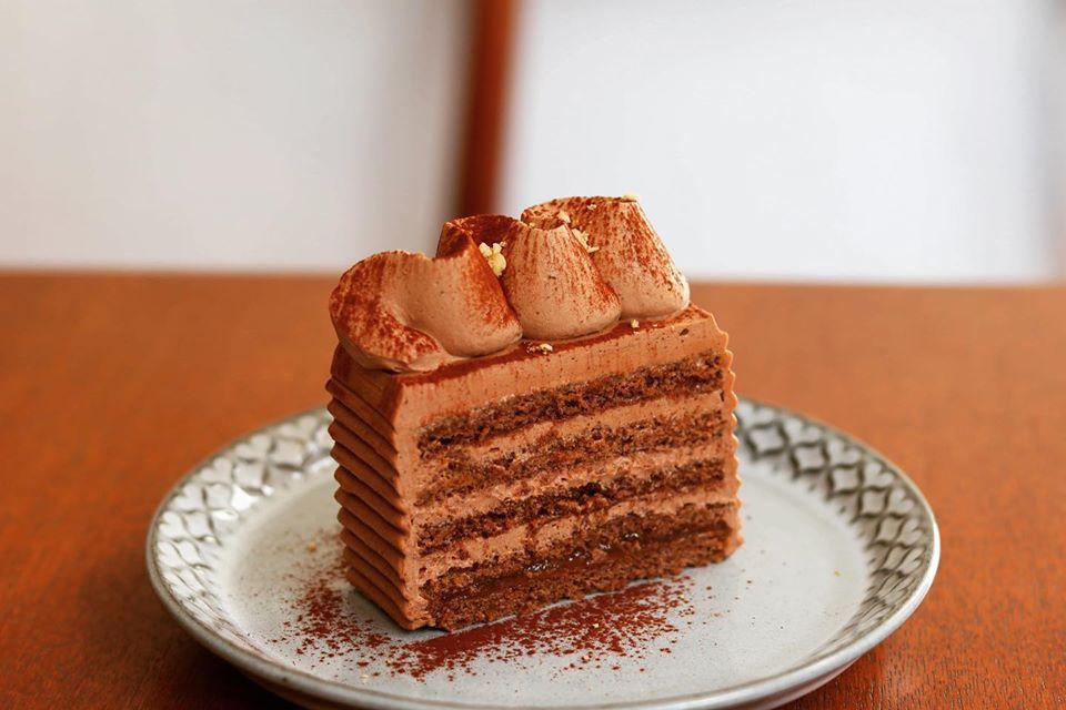 テイクアウトも♪チョコレートとヘーゼルナッツのケーキ