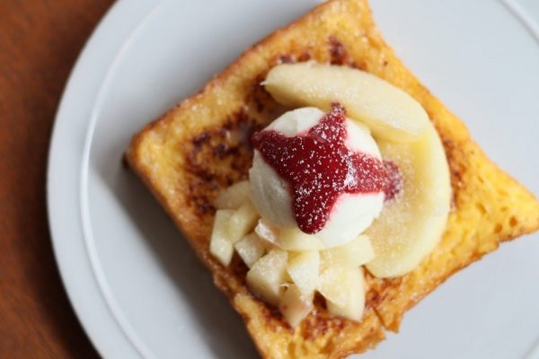 夏だけの美味しさ:桃のフレンチトースト